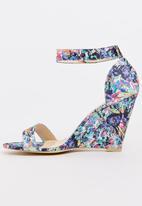 Footwork - Albury Wedges Floral