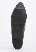STYLE REPUBLIC - Pearl and Stud Pumps Black