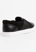 Brave Soul - Cross Over Slip On Sneakers Black and White