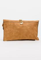 BLACKCHERRY - Metail Chain Detail Clutch Bag Brown