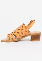Jumbo - Cut-Out Block Heel Tan