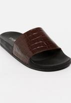 STYLE REPUBLIC - Essential Leather Slider Sandals Brown