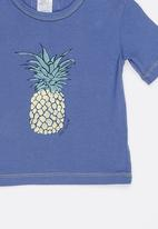 Just chillin - Tee Blue