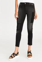STYLE REPUBLIC - Tinted Patch Skinny Jeans Black
