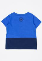 Converse - Peeping Patch Chuck Tee Blue