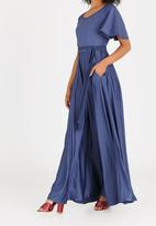 AMANDA LAIRD CHERRY - Thulisile Satin-like Maxi Dress Dark Blue