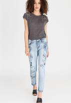 cath.nic - Swallow Embroidered Jeans Blue
