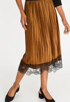 edit - Lace Trim Velour Skirt Mid Brown