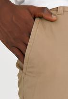 STYLE REPUBLIC - Straight Leg Chino Beige