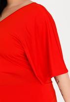 STYLE REPUBLIC PLUS - Kimono Easy Fit Top Red