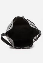 BLACKCHERRY - Bucket Bag Black