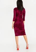edit - 3/4 Sleeve semi fitted dress with zip - burgundy