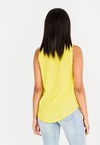 edit - V-neckline sleeveless top - yellow