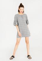 STYLE REPUBLIC - Pearl Detail Shift Dress Grey
