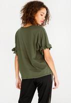 c(inch) - Frill sleeve T-shirt - green