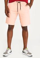 STYLE REPUBLIC - Raw Edge Skinny Leg Short Mid Pink