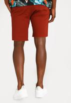STYLE REPUBLIC - Raw Edge Skinny Leg Short Maroon