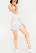 Vero Moda - Simple Easy Shorts Green