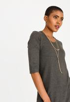 edit - 3/4 Sleeve top with chain - grey