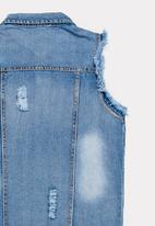 POP CANDY - Frayed sleeveless denim jacket - blue