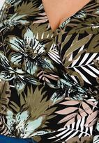 STYLE REPUBLIC PLUS - Volume Tie Wrap Top Multi-colour