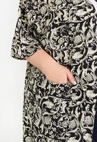 Plus-Fab - All-over Print Kimono Black and White