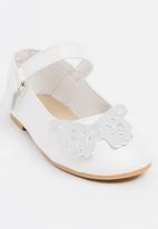 POP CANDY - Printed Butterfly Pump White