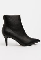 Zoom - Nicola Pointy Ankle Boots Black