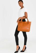BLACKCHERRY - Shoulder Bag Tan