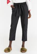 STYLE REPUBLIC - Self-tie Cropped Trouser Black