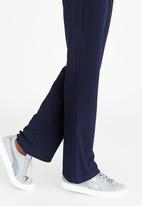 c(inch) - Highwaisted Flared Pants Navy