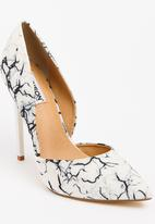 Madison® - Leah Courts Black and White