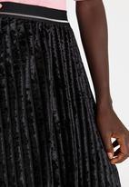 STYLE REPUBLIC - Striped Velour Skirt Black