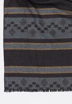 STYLE REPUBLIC - Pattern Wrap Scarf Grey