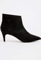 Cherry Collection - Pointed Ankle Boots Black