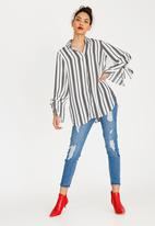 STYLE REPUBLIC - Tie Sleeve Shirt Black and White