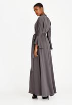 AMANDA LAIRD CHERRY - Vathiswa Satin-like Maxi Dress Grey