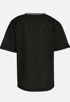 Twin Clothing - Short Sleeve Colour Block T-shirt Black