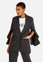 STYLE REPUBLIC - Bell Sleeve Blazer Black