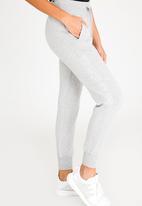 New Balance  - Essential Sweatpants Grey