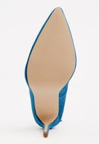 STYLE REPUBLIC - Velvet Courts with Tassel Detail Turquoise