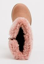 Jumbo - Boot with fluffy trim - mid pink
