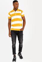 STYLE REPUBLIC - Wide Stripe Golfer Yellow