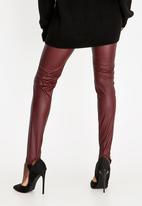 STYLE REPUBLIC - Faux Leather Stirrup Legging Burgundy
