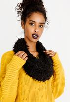 Joy Collectables - Fluffy Snood Black