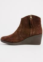 Crocs - Leigh Suede Wedge Boots Brown