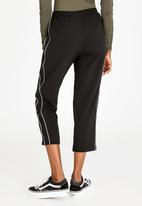c(inch) - Cropped Pants Black