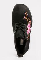POP CANDY - Embroidered  Lace Up Sneaker Black