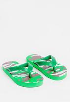 POP CANDY - Printed flip flops - green