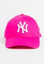 New Era - League basic New York yankees trucker cap - hot pink & white